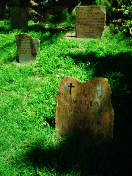 "Pauper graves of Maria, ""morena esclava del Colonel Leonardo Olivera"", and to a commander in the war ""contra los Ingleses."""