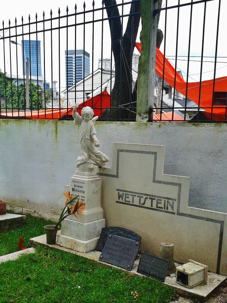 Bilingual German-Uruguyan family grave