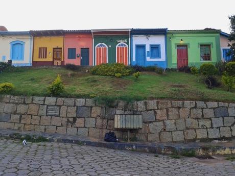 ... on the colourful Largo do Teatro