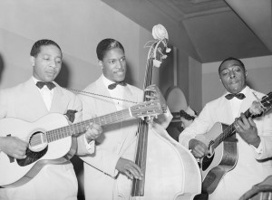 Lonnie Johnson (left) Chicago, April 1941, with Andrew Harris bass, Dan Dixon rhythm (FSA photo Russell Lee - http://www.keeponliving.at/artist/lonnie_johnson.html)